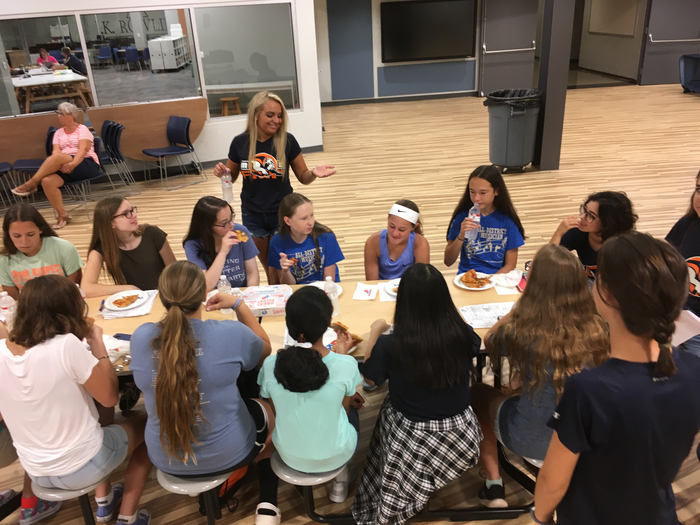 Freshmen met with their mentors for a quick lunch break.