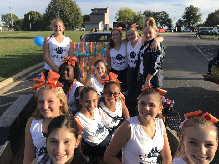 MSJH Cheer ready for the parade!